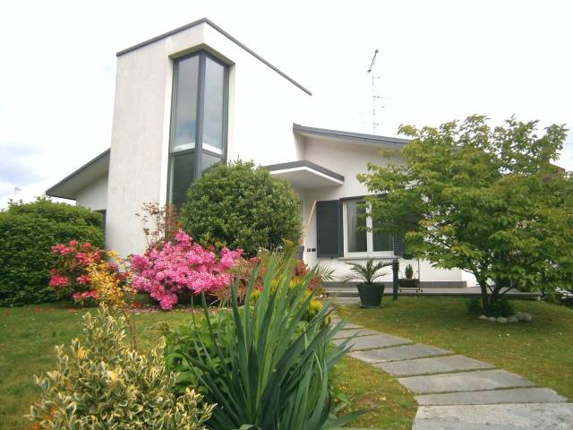 Villa in vendita a Carnago, 6 locali, prezzo € 570.000   CambioCasa.it