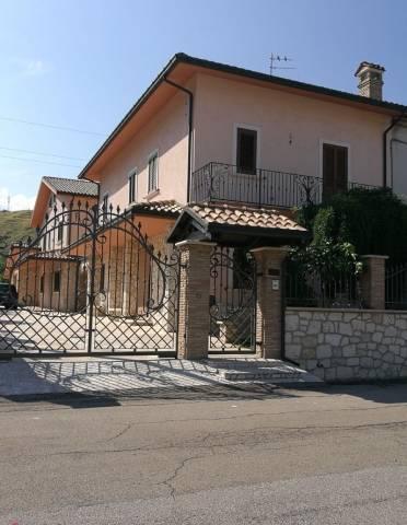 Villa in vendita a Turrivalignani, 6 locali, prezzo € 305.000 | CambioCasa.it