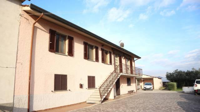 Soluzione Indipendente in vendita a Pescia, 6 locali, prezzo € 270.000 | CambioCasa.it