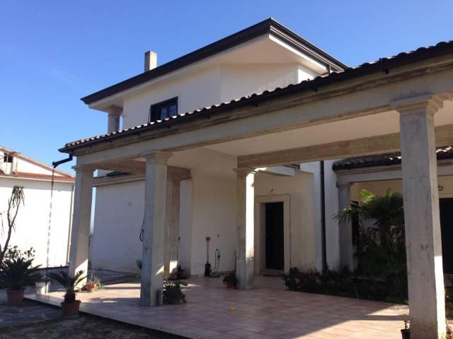 Villa in vendita a Marzano Appio, 6 locali, Trattative riservate   CambioCasa.it