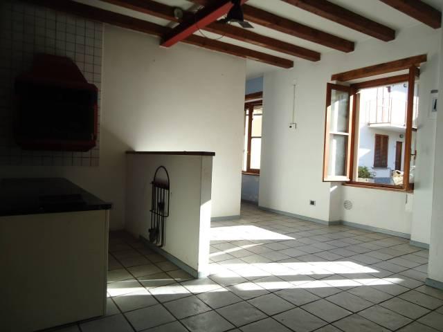 Soluzione Indipendente in vendita a Oggiono, 6 locali, prezzo € 130.000 | CambioCasa.it