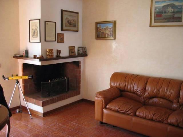 Appartamento in vendita a Magliano de' Marsi, 4 locali, prezzo € 68.000   CambioCasa.it
