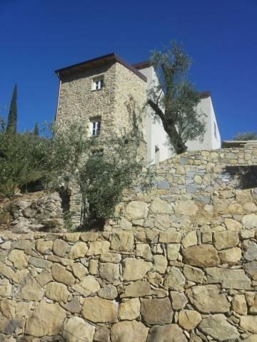 Rustico / Casale in vendita a Bordighera, 4 locali, prezzo € 430.000 | CambioCasa.it