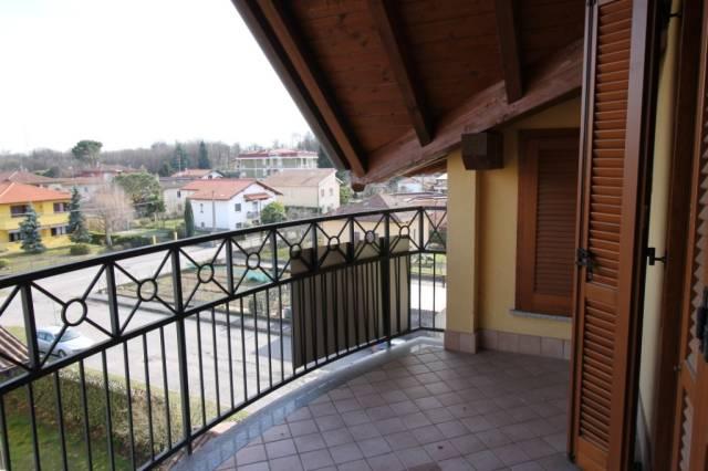 Appartamento in vendita a Golasecca, 3 locali, prezzo € 185.000 | CambioCasa.it