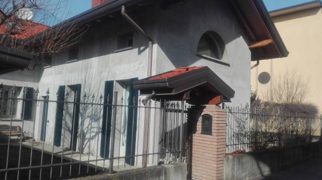 Villa in vendita a Gallarate, 4 locali, prezzo € 295.000 | CambioCasa.it