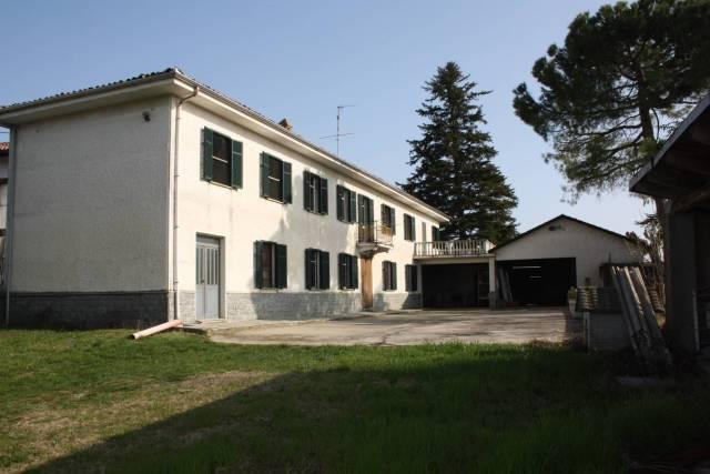 Rustico / Casale in vendita a Calosso, 6 locali, Trattative riservate | CambioCasa.it