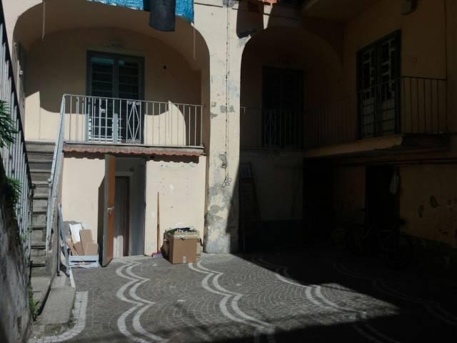 Palazzo / Stabile in vendita a Arzano, 6 locali, prezzo € 350.000 | CambioCasa.it