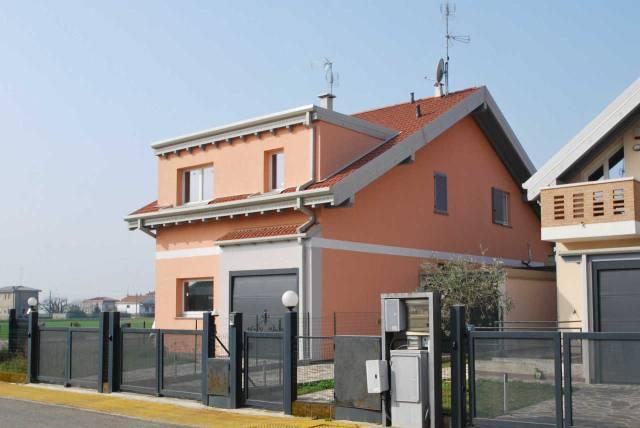 Villa in vendita a Saronno, 3 locali, prezzo € 235.000 | CambioCasa.it