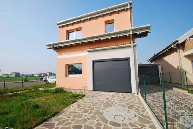 Villa in vendita a Rovello Porro, 3 locali, prezzo € 225.000   CambioCasa.it