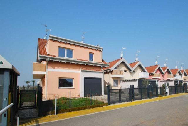 Villa in vendita a Misinto, 3 locali, prezzo € 225.000 | CambioCasa.it