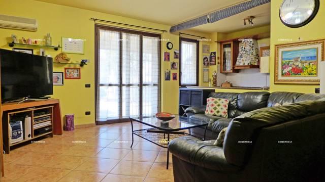 Appartamento in vendita a Robecco sul Naviglio, 3 locali, prezzo € 189.000 | CambioCasa.it