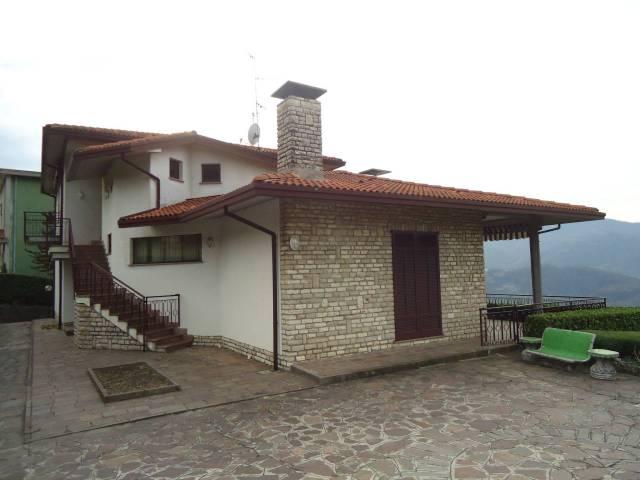 Villa in vendita a Monte Marenzo, 6 locali, Trattative riservate | CambioCasa.it