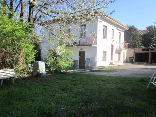 Appartamento in vendita a Malnate, 3 locali, prezzo € 139.000 | CambioCasa.it