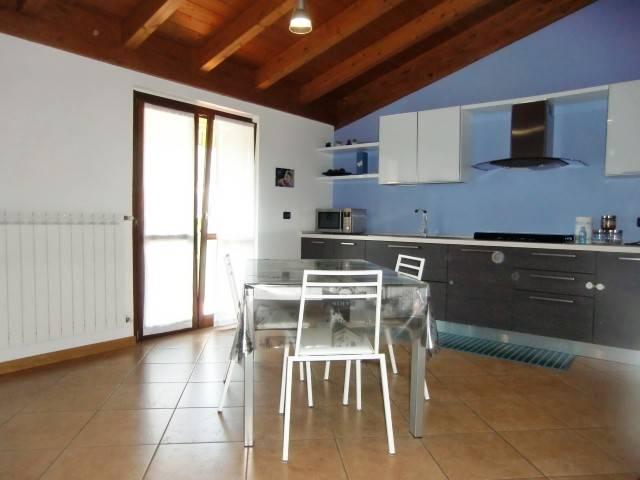 Appartamento in vendita a Ponte Lambro, 3 locali, prezzo € 139.000 | CambioCasa.it