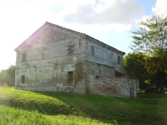 Rustico / Casale in vendita a Gradara, 6 locali, prezzo € 250.000 | CambioCasa.it