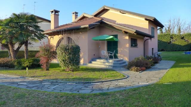 Villa in vendita a Abbiategrasso, 5 locali, prezzo € 780.000   CambioCasa.it