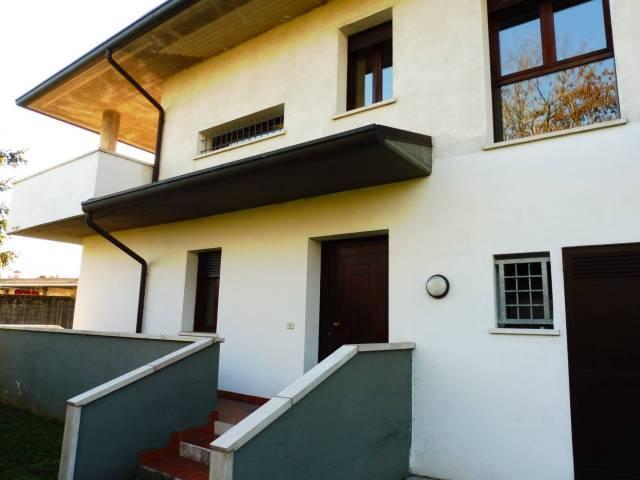 Villa in vendita a Bassano del Grappa, 6 locali, Trattative riservate | CambioCasa.it