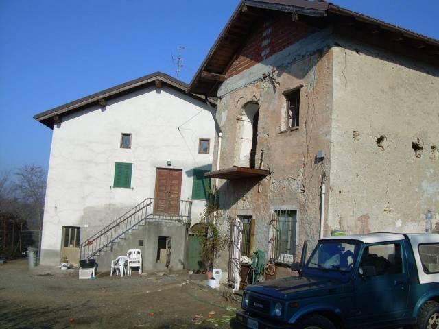 Rustico / Casale in vendita a Castelletto d'Orba, 6 locali, prezzo € 160.000   CambioCasa.it