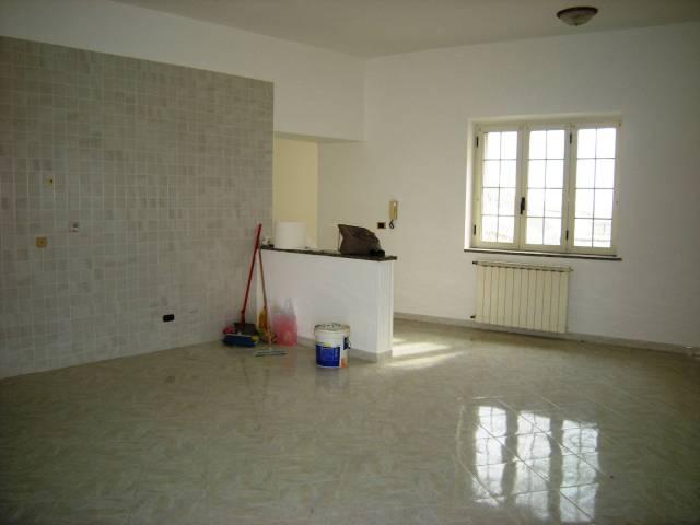 Appartamento in vendita a Minturno, 5 locali, prezzo € 155.000 | CambioCasa.it