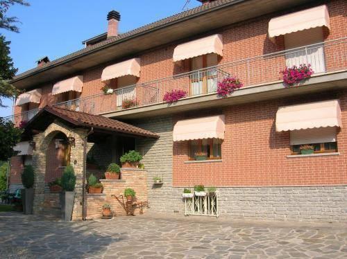 Albergo in vendita a Castagnole delle Lanze, 6 locali, Trattative riservate | CambioCasa.it