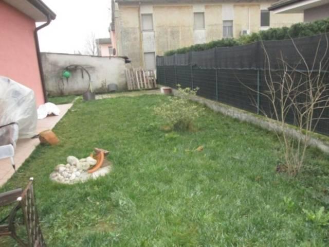 Appartamento in vendita a Gazoldo degli Ippoliti, 3 locali, prezzo € 95.000 | CambioCasa.it