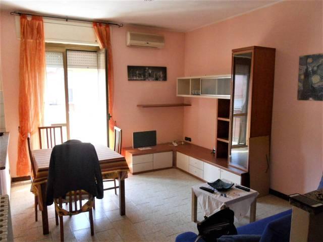 Appartamento in vendita a Rozzano, 2 locali, prezzo € 84.000 | CambioCasa.it