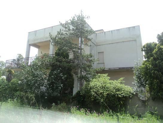 Villa in vendita a Patti, 6 locali, Trattative riservate | CambioCasa.it