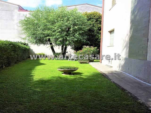 Villa in vendita a Legnano, 6 locali, prezzo € 530.000 | CambioCasa.it