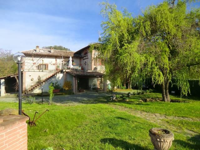 Villa in vendita a Cossano Belbo, 6 locali, prezzo € 370.000 | CambioCasa.it
