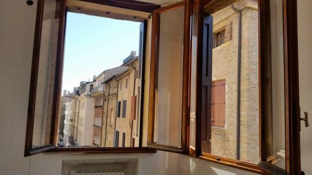Appartamento in affitto a Padova, 4 locali, zona Zona: 1 . Centro, prezzo € 950   CambioCasa.it