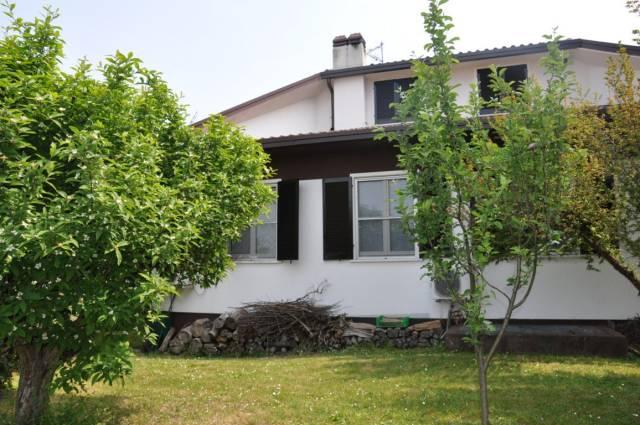 Villa in vendita a Rodano, 6 locali, prezzo € 690.000 | CambioCasa.it