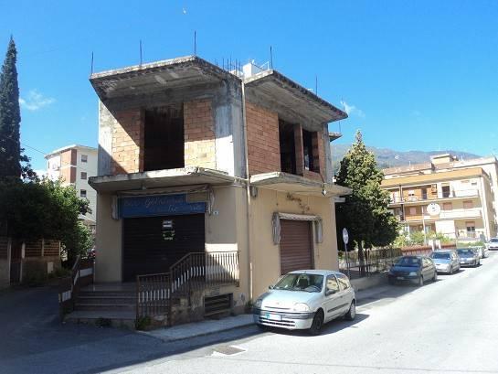 Palazzo / Stabile in Vendita a Patti