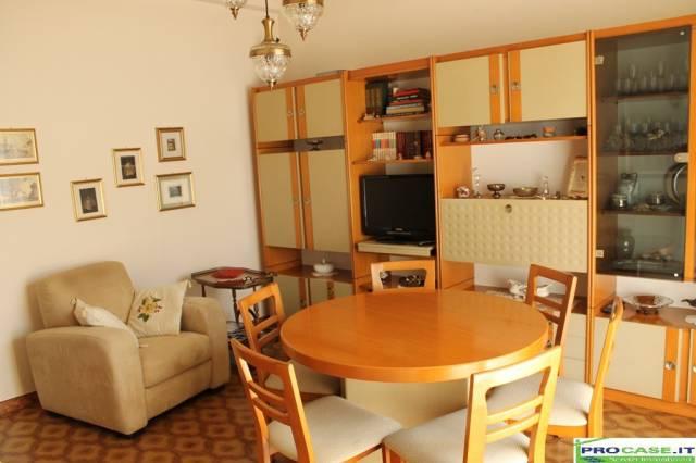 Appartamento in vendita a Cislago, 3 locali, prezzo € 80.000 | CambioCasa.it