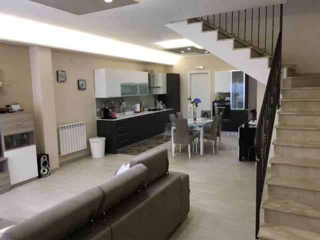 Villa in vendita a Gravina di Catania, 6 locali, prezzo € 335.000   CambioCasa.it