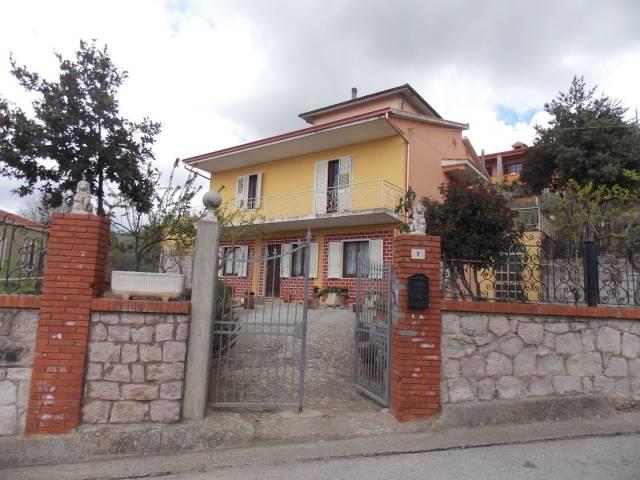 Villa in vendita a Laconi, 6 locali, prezzo € 300.000 | CambioCasa.it