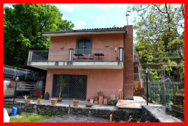 Villa in vendita a Zafferana Etnea, 6 locali, prezzo € 257.000 | CambioCasa.it
