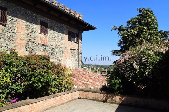 Appartamento in vendita a Besana in Brianza, 3 locali, prezzo € 450.000 | CambioCasa.it