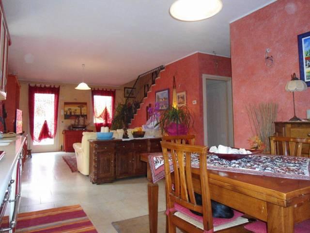 Villa a Schiera in vendita a San Zenone degli Ezzelini, 5 locali, prezzo € 200.000   CambioCasa.it