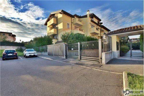 Appartamento in vendita a Lesmo, 3 locali, prezzo € 270.000 | CambioCasa.it