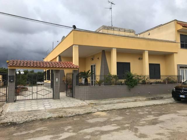 Villa in vendita a Copertino, 6 locali, prezzo € 280.000   CambioCasa.it