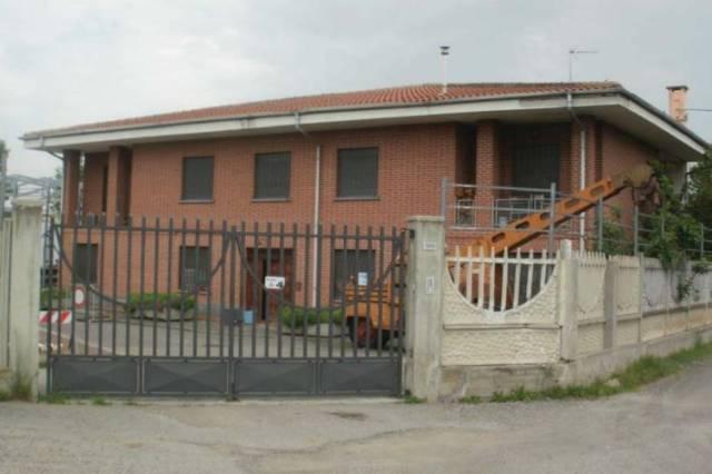 Palazzo / Stabile in Vendita a Leini