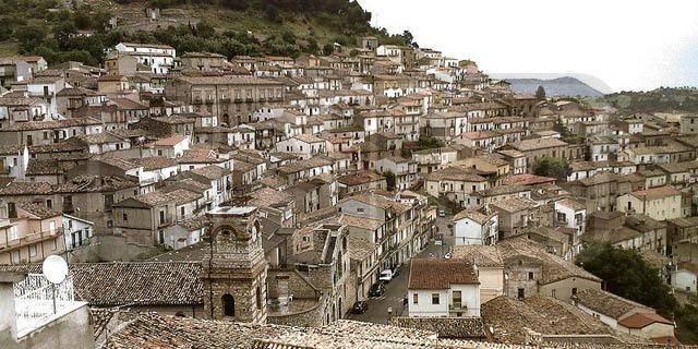 Immobile Commerciale in affitto a Cerchiara di Calabria, 6 locali, prezzo € 300   CambioCasa.it