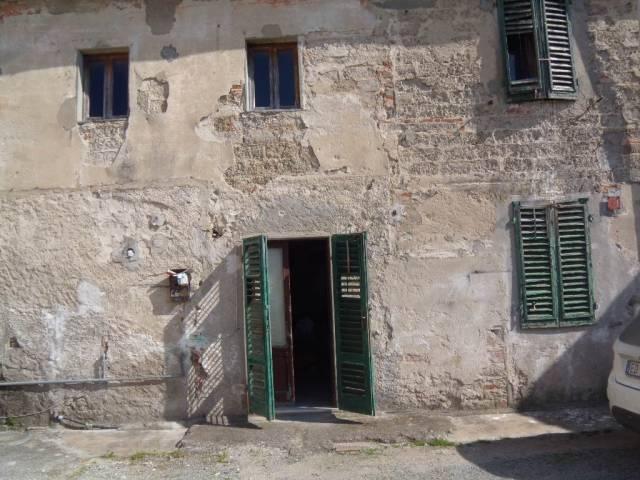 Rustico / Casale in vendita a Agliana, 4 locali, prezzo € 130.000 | CambioCasa.it