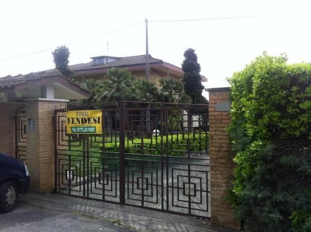 Villa in vendita a Latina, 5 locali, prezzo € 510.000 | CambioCasa.it