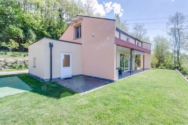 Villa in Vendita a Cocquio-Trevisago