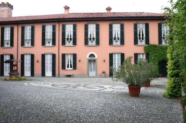 Palazzo / Stabile in vendita a Missaglia, 6 locali, Trattative riservate | CambioCasa.it