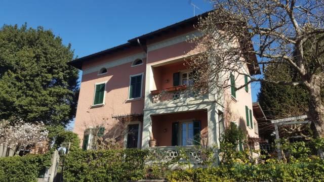 Villa in vendita a Valmorea, 6 locali, Trattative riservate | CambioCasa.it