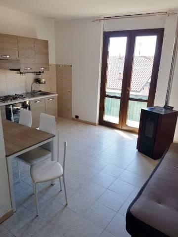 Appartamento in affitto a Bregnano, 2 locali, prezzo € 400 | CambioCasa.it