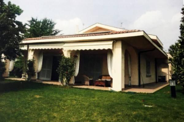 Villa in vendita a Curno, 6 locali, prezzo € 360.000 | CambioCasa.it