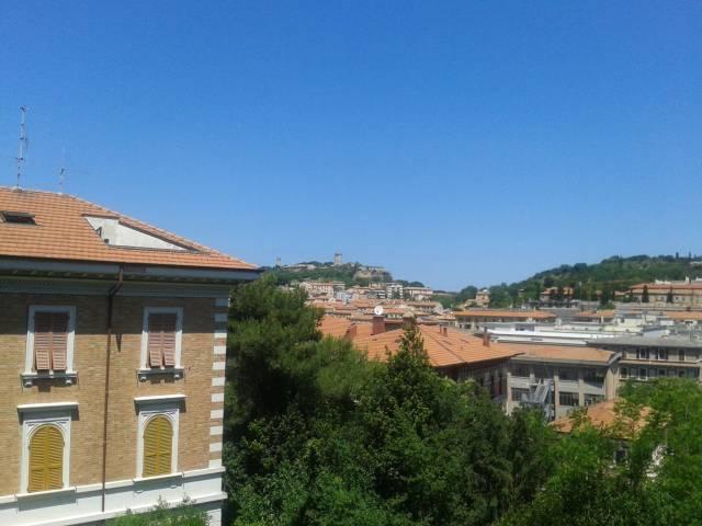 Appartamento in vendita a Ancona, 6 locali, prezzo € 380.000 | CambioCasa.it